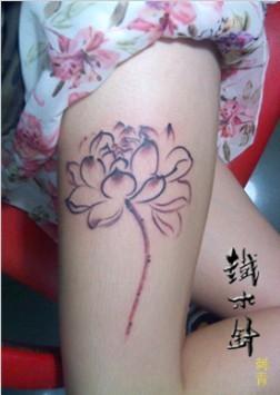 武汉纹身铁木针刺青女性腿部莲花小清新纹身图案