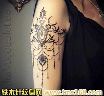 漂亮好看的十字架花藤纹身手稿