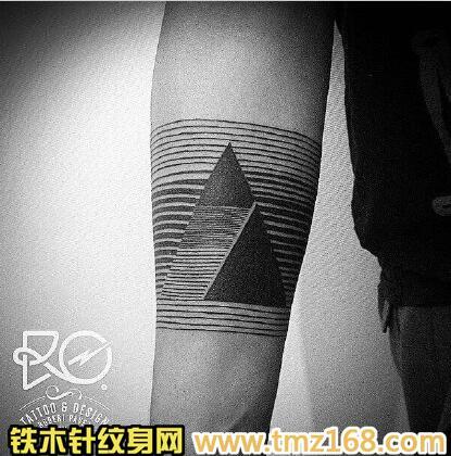 点刺几何三角形金字塔精品纹身手稿定制武汉纹身铁木