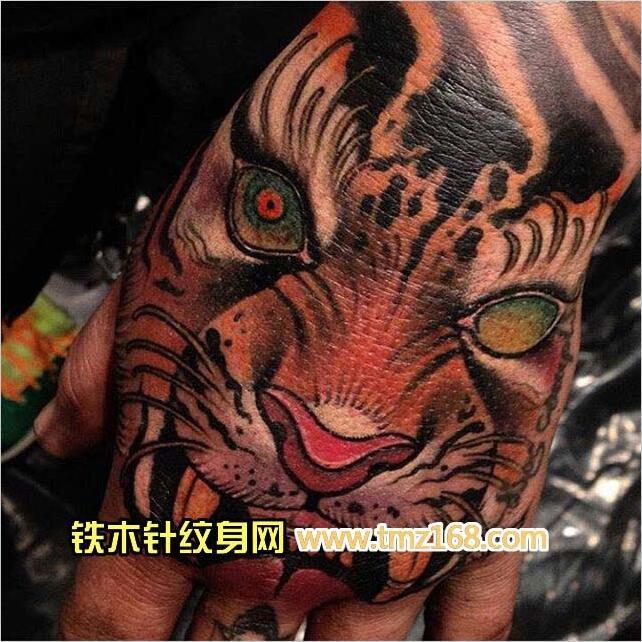 手背老虎武汉纹身铁木针刺青精品纹身手稿定制图案